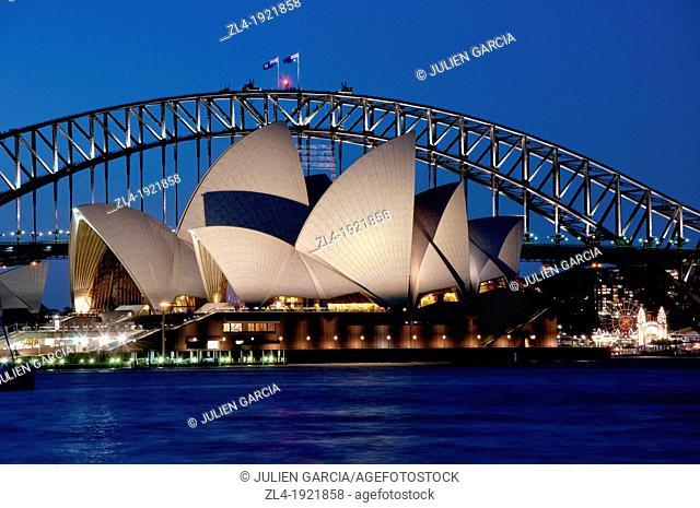 Sydney Opera House in the evening. Australia, New South Wales, Sydney. (/Julien Garcia)