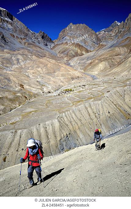 India, Jammu and Kashmir State, Himalaya, Ladakh, Zanskar, trekkers above Gongma village near Skyumpata, Model Released