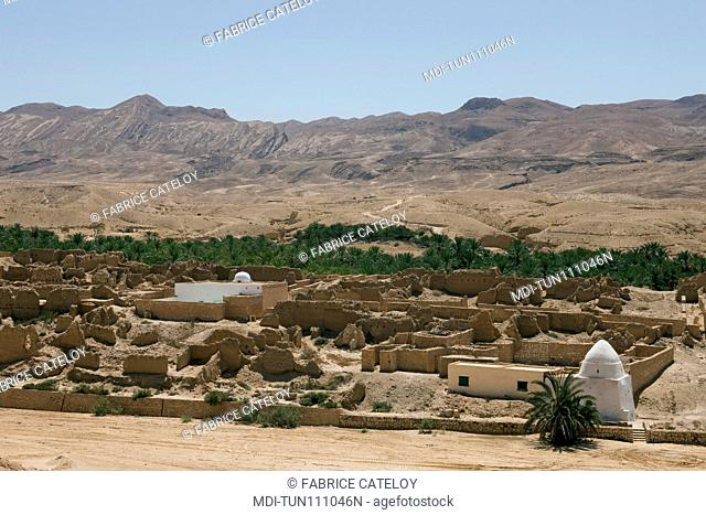 Tunisia - Tamerza or Tamaghza - The old fortified town and its two mosques along the Oued Horchane