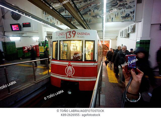 Tunel funicular. Beyoglu. Istanbul. Turkye
