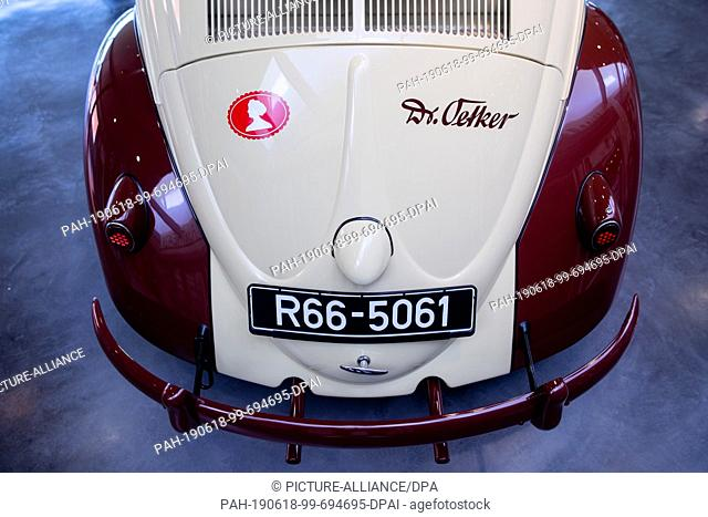 18 June 2019, North Rhine-Westphalia, Bielefeld: A VW Beetle from 1956, with which sales representatives were on the road