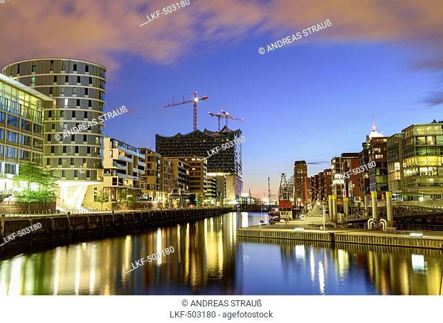 Illuminated port Sandtorhafen with Elbphilharmonie in background, Hafencity, Hamburg, Germany