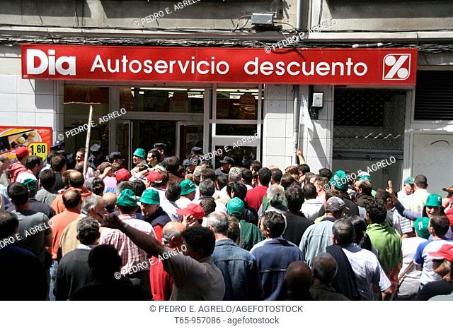Enraged farmers trying to force the closure of supermarkets in Lugo. Galicia, Spain