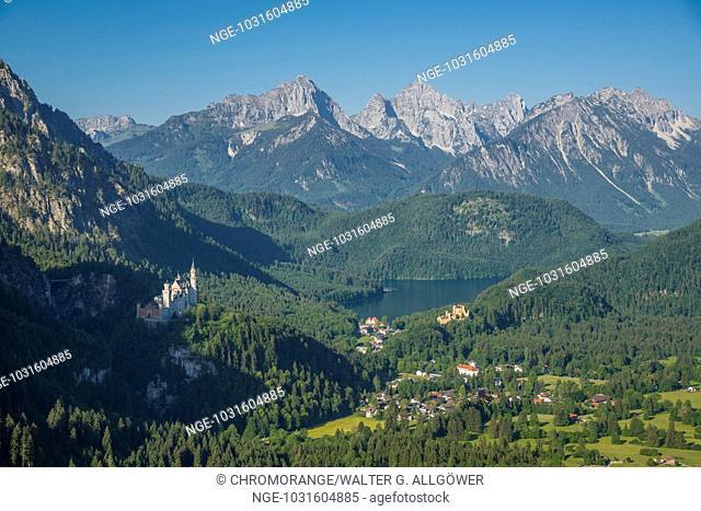 Schloss Neuschwanstein, Alpsee, Schloss Hohenschwangau bei Füssen, Ostallgäu, Allgäu, Bayern, Deutschland, Europa