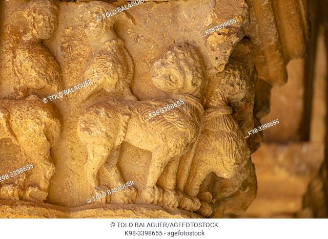 Fantastic animals with human heads, Iglesia de San Pedro Apóstol, Romanesque, 12th Century -declarada Monumento Histórico Artístico Nacional en 1935-, Caracena