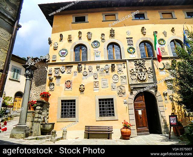 Palazzo dei Capitani della Montagna, 1377, House of Baldo Altoviti, Coat of Arms made of stone and clay, Cutigliano, , Pistoia, Abetone, Italy, Europe