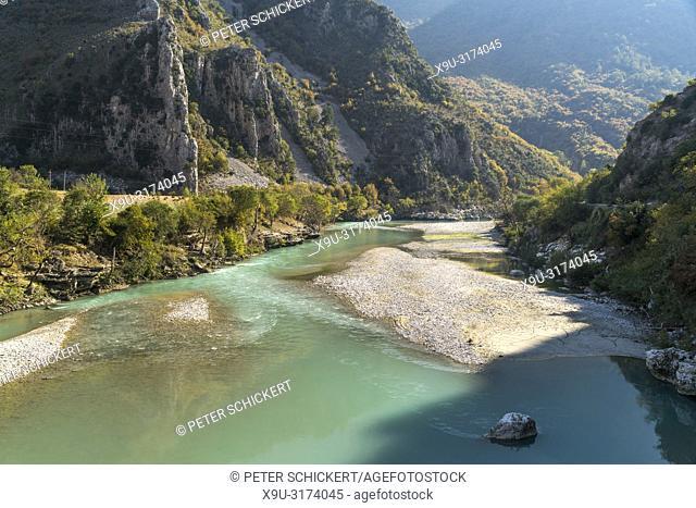 Landschaft am Fluss Drino, Albanien, Europa | landscape at Drino river, Albania, Europe