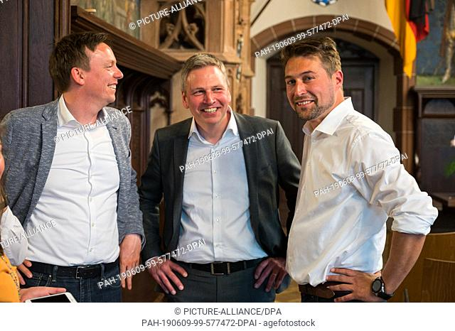 09 June 2019, Saarland, Saarbrücken: Uwe Conradt (CDU, r), together with Prime Minister Tobias Hans (CDU, l) and Finance Minister Peter Strobel (CDU)