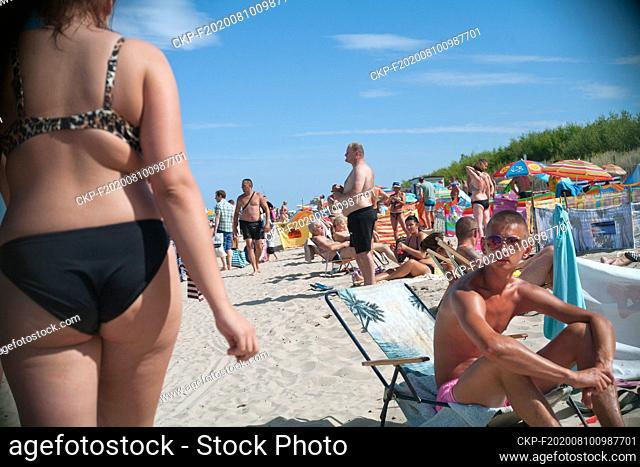 Poland, Wladyslawowo 05.08.2015. Tourists at the beach in the popular seaside resort. photo CTK / Grzegorz Klatka
