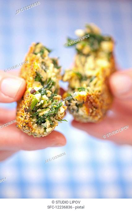 Oatmeal fritters with herbs