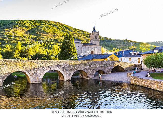 Bridge over the Meruelo river, created in times of the Ancient Rome. Natural pool and Church of San Nicolás de Bari. Molinaseca, El Bierzo, Leon
