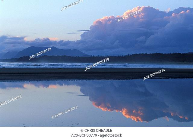 Wickaninish Beach at dusk, Pacific Rim National Park, Vancouver Island, British Columbia, Canada
