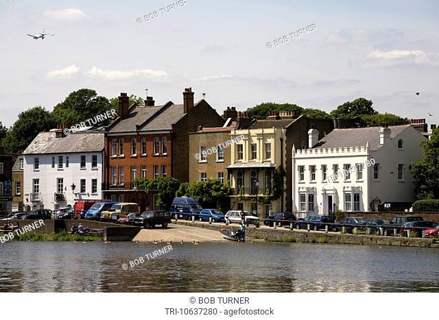 river thames isleworth london england