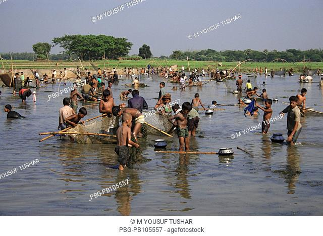 Fishermen catch fishes in the flooded water Narsingdi, Bangladesh November 2006