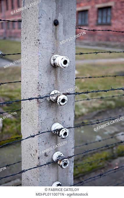 Camp d'Auschwitz I - Barbelés électrifiés