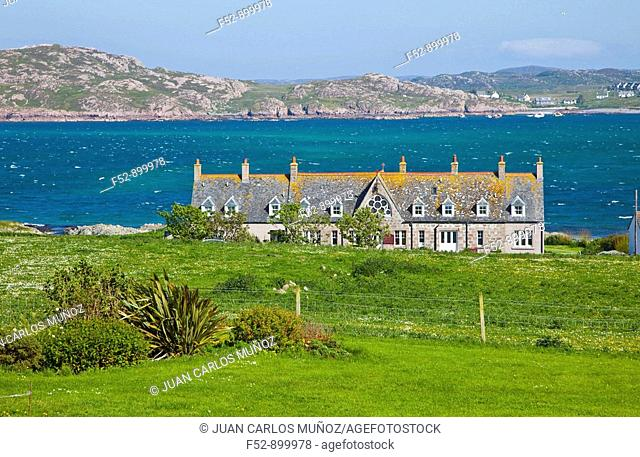Coast in front of the Isle of Mull, Iona, Inner Hebrides, Scotland, UK