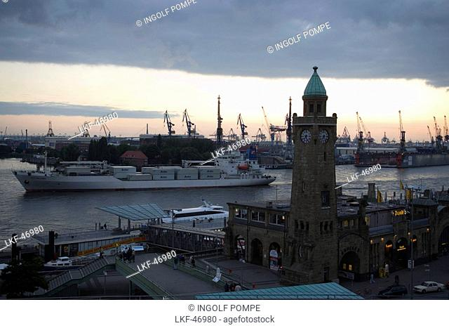 Sankt Pauli Landungsbruecken and harbour, View over tower at Landungsbruecken to dockyardwith cranes, Sankt Pauli, Hamburg, Germany