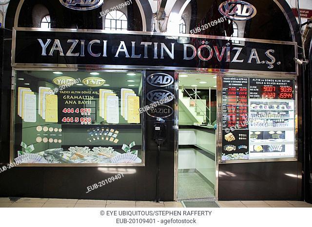 Fatih, Sultanahmet, Kapalicarsi, Gold shop displaying prices of precious metals in the Grand Bazaar