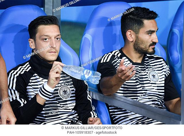 Mesut Oezil (Germany) / l. and Ilkay Guendogan (Germany) / r before the match on the bench / bench. GES / Football / World Cup 2018 Russia: Germany - Sweden, 23