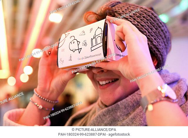 20 March 2018, Germany, Hamburg: A young woman using VR goggles by Google ahead of a press conference on the Google Future Workshop Hamburg