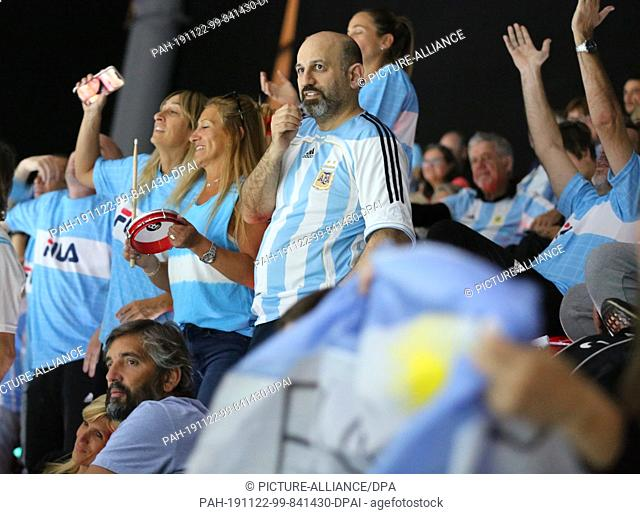 20 November 2019, Spain, Madrid: Argentineans fans. The tennis players of Germany doubles team Kevin Krawietz and Andreas Mies plays against Leonardo Mayer and...