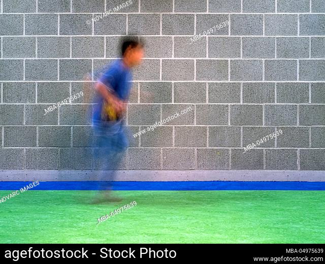 Wall with runner