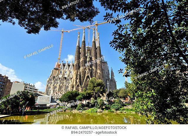 Basílica i Temple Expiatori de la Sagrada Familia, Basilica and Expiatory Church of the Holy Family. Large Roman Catholic church in Barcelona, Catalonia Spain