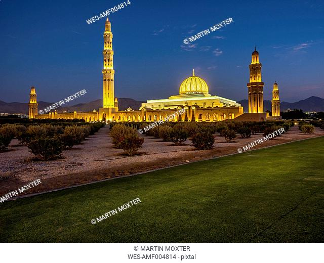 Oman, Muscat, Sultan Qaboos Grand Mosque in the evening