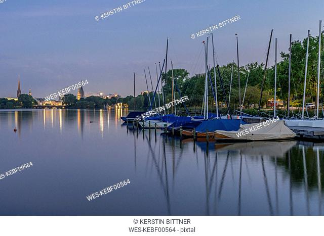 Germany, Hamburg, Outer Alster Lake, ferry dock Rabenstrasse with view to city center