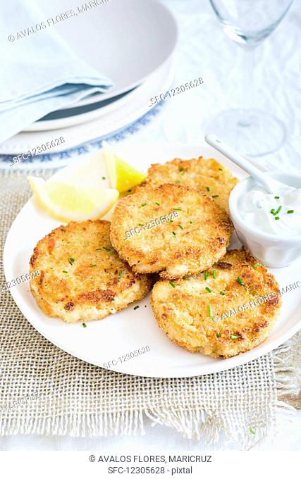 Crab cakes with a yoghurt dip