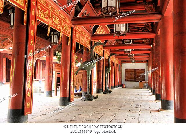 Pillared bays of Great House of Ceremonies, Temple of Literature, Hanoi, Vietnam, Asia