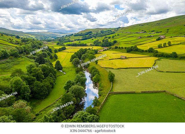 The River Swale snakes through the countryside of Swaledale, Yorkshire, UK
