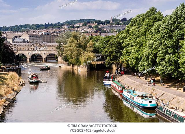 A view of the Pulteney Bridge over the river Avon in Bath , Somerset , England , Britain , Uk