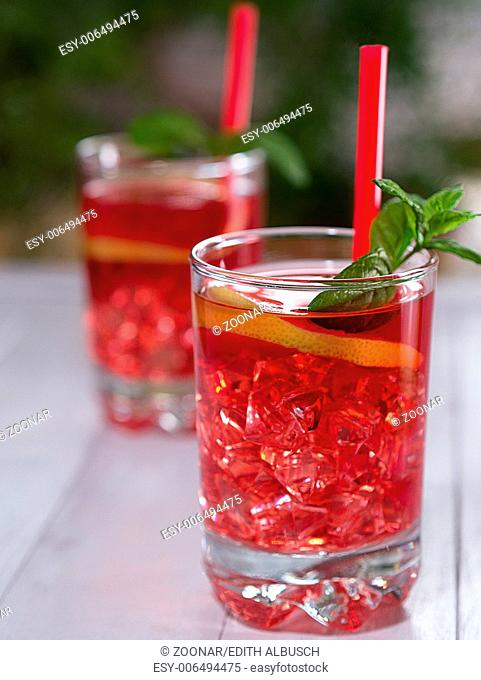 Iced tea with lemon slices and ice cubes in a glas