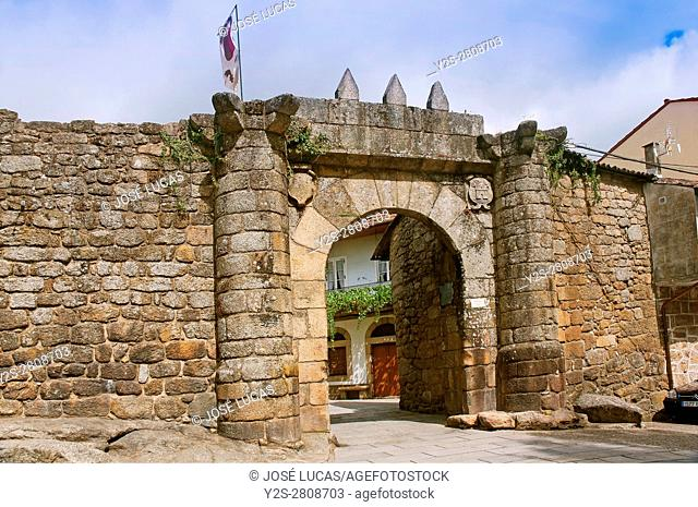 Medieval wall - Door called Porta Nova (14th century), Ribadavia, Orense province, Region of Galicia, Spain, Europe