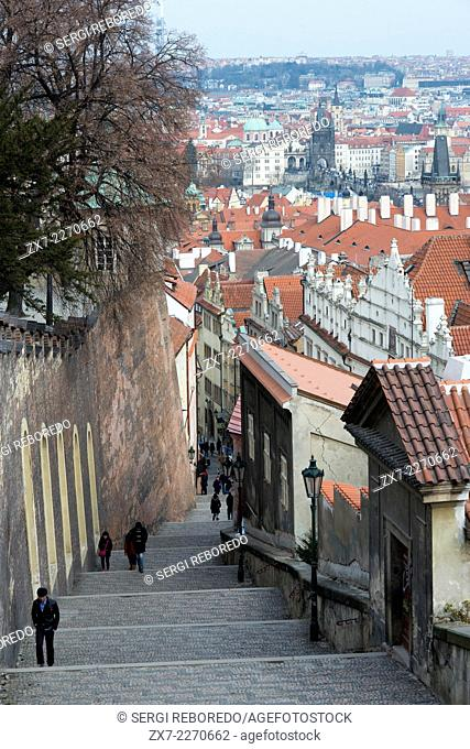 Image from the Prague Castle . First Mala Strana neighborhood , then the Vltava River and behind Mestro Nové neighborhood