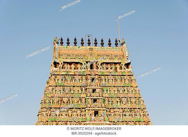 Gopuram gate tower, Meenakshi Amman Temple, Madurai, Tamil Nadu, India