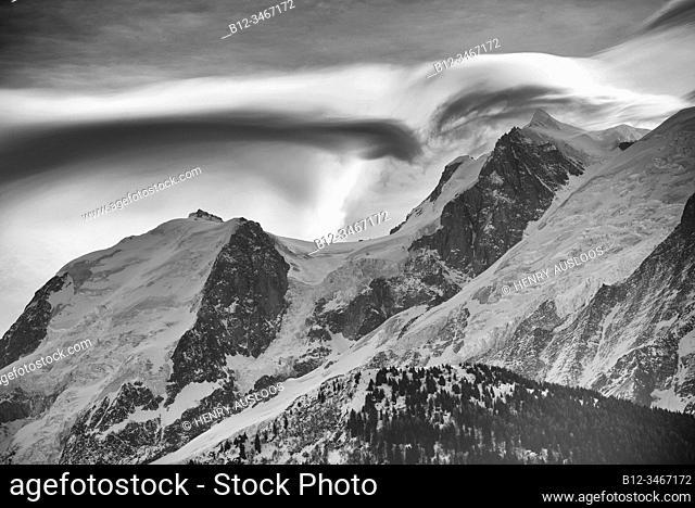 France, Haute-Savoie (74), Alps, Mont Blanc mountain range with lenticular cloud