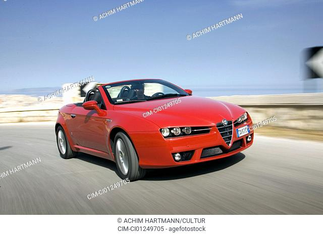 Alfa Romeo Spider 3.2 JTS V6 Q, model year 2006-, red, driving, diagonal from the front, frontal view, country road, open top