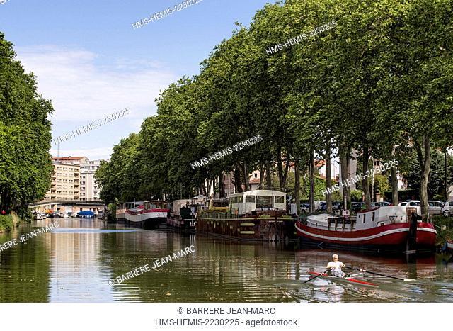 France, Haute Garonne, Toulouse, Port Saint Sauveur, the Canal du Midi listed as World Heritage by UNESCO