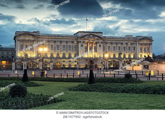 Buckingham Palace at night, London, England