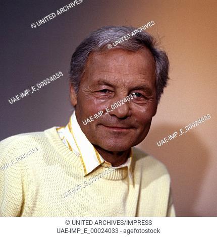 Der deutsche Sportjournalist und Autor Harry Valerien, Deutschland 1980er Jahre. German sports journalist and author Harry Valerien, Germany 1980s