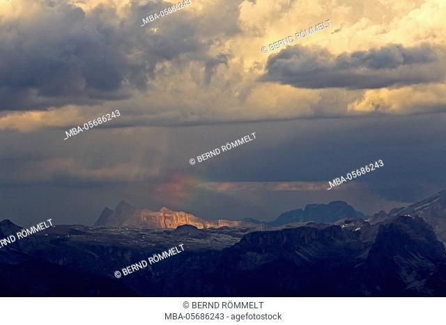 Italy, region Trentino South Tirol, province Bolzano, the Dolomites, to Schlern, view at Neunerkofel, Zehnerkofel, high Gaisl