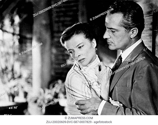 1955, Film Title: SUMMERTIME, Director: DAVID LEAN, Studio: UA, Pictured: ROSSANO BRAZZI, KATHARINE HEPBURN, UPSET, GRIPPING, CONFLICT, ESCAPE, TRYING TO ESCAPE