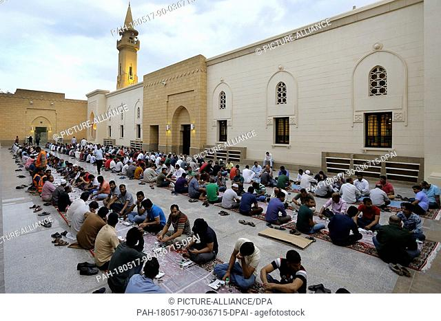 Muslims break their fast on the first day of the holy fasting month of Ramadan at the King Abdul Aziz Mosque in Riyadh, Saudi Arabia, 17 May 2018