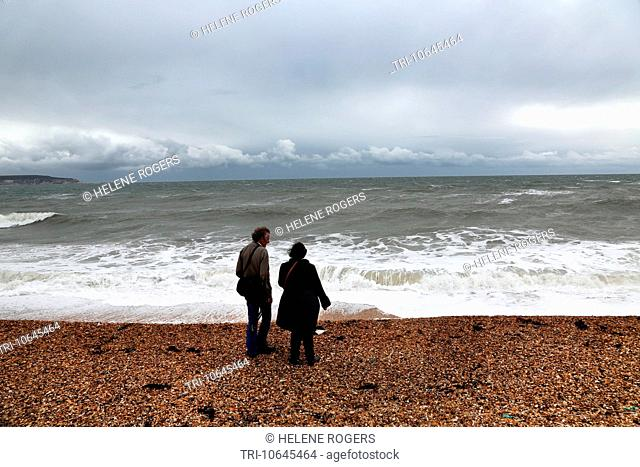 Hampshire England New Forest Milford-On-Sea Father And Daughter On Beach Isle Of Wight In The Distance