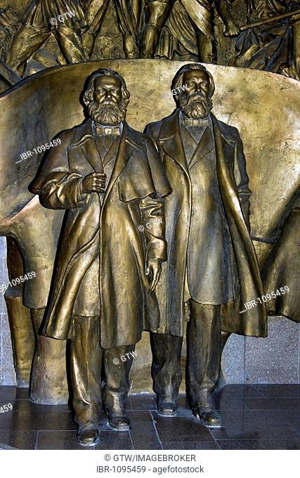 State Historical Museum, former Lenin Museum, statue of Marx and Engels, Bishkek, Kyrgystan