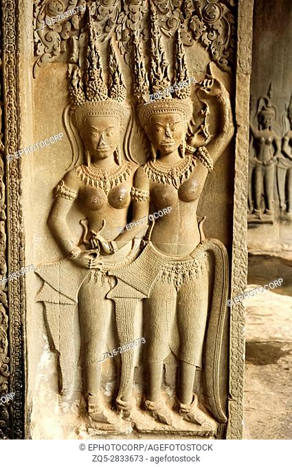 Sculpture of apsaras and carved pillar. Angkor Wat, Siem Reap, Cambodia . Largest religious monument in the world 162. 6 hectares
