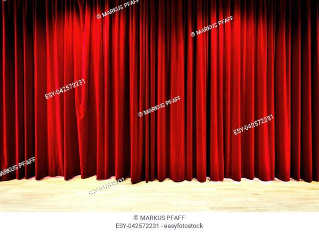 Geschlossener Vorhang im Theater