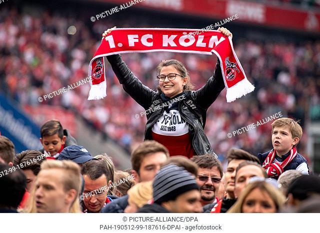 12 May 2019, North Rhine-Westphalia, Cologne: Soccer: 2nd Bundesliga, 1st FC Cologne - Jahn Regensburg, 33rd matchday. Cologne fans have stormed the pitch and...